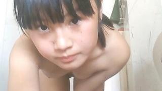 年幼萌妹子生澀的自摸著 她還有得學呢下篇ホットビデオ