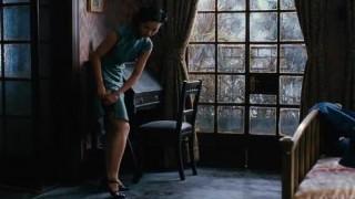 [영화 색계 무삭제판 편집본 1] 저는 이 영화를 안봤습니다. 그저.. 무삭제 편집본 만을 봤는데요… 영상미는 아주.. 좋더군요… 남자 주인공이.. 완전… 강렬한 섹스를.. 하더군요.. 남자나 여자나. .표정도 리얼고.. 자세도 리얼하고… 뭐. 실제 섹스를 했다는 뒷 이야기도 있긴 하지만… 이런거 은근 좋아하는 여성분들도 있던데… 다른건 다 모르겠고… 남자 주인공이 엄청 비매너인것은 확실!!!