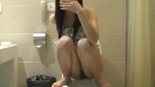 「拍完趕快關門啦」閨房情趣~拍攝女友尿尿,分手後外流(有影)