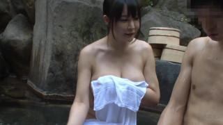 HUNTA-397 巨乳過ぎるお姉ちゃんと露天風呂でまさかの2人きり!しかもまさかお姉ちゃんの裸で勃起してしまうなんて!家族旅行で久しぶりに一緒に温泉に入った姉の胸が想像以上に巨乳過ぎてビックリ!見るつもりはなかったが気付くと視線は常に姉の胸へ。とにかく大きくて柔らかそうな…