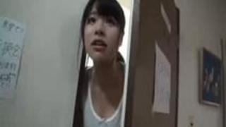 【マジックミラー号】女子寮でナンパした女子大生をフェラテク調査でハメる!