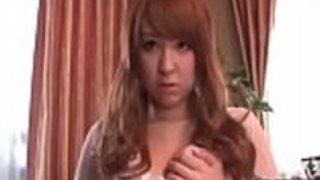 椎名ひかるはカムで剃った猫で遊んでいる