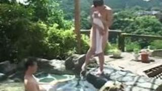 【無修正】超絶美巨乳おねえさんと混浴の露天風呂で生でハメるSEXじっくり男根をしゃぶらせてからガンガン突きしてぶっかけ!