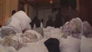 【エロ動画】民宿で麻美ゆまちゃんがファンとエッチ☆な交流会。浴衣を少しずつ脱いでフィニッシュはファンと一体化☆