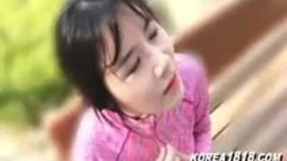 ランニング休憩中のスレンダー美巨乳ギャル女子大生(韓国人留学生)を素人ナンパで電マ快楽攻め&エロ乳おっぱい揉み揉み素股エロ動画