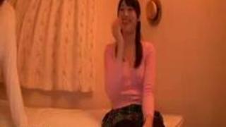 (xvideos)ニーソが似合う美女とエッチ!ブーツはいたままハメられちゃいます