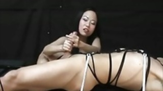 日本人女優がベストな手コキボンデージフェムドムを作る