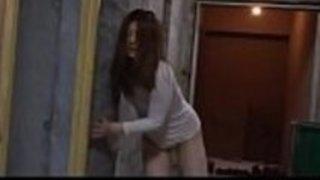 セックスから脱出しようとしている酔っぱらった日本の十代 -  http://javhd.euで完全に見る