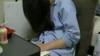 【無修正】眠姦昏睡盗撮 エロは絶対にNGな素人メガネ真面目な彼女がお泊り爆睡中に無断接写撮影