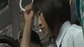 【動画】バスの中にブラウスからでも巨乳が目立つエロすぎる体の童顔で可愛い女子高生がいたので夢中でレ○プしちゃうエロ動画うp