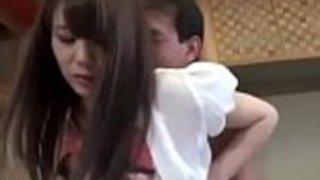 日本人の夫は妻を性交させるのを待つ - もっとElitejavhd.com