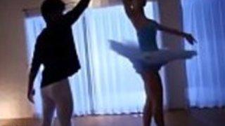 日本の小さなダンサーのフレキシブルなセックス - もっとElitejavhd.comで