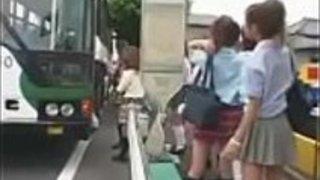 一番幸運な男日本のスクールバスパート1-240p