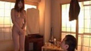 こんなキレイな巨乳お姉さんがチ○コ握ってキスして嗅ぎまくる変態行為を…!|巨乳屋無料巨乳エロ動画まとめ