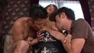 セクシーな肛門の後の濡れたアジアのオーラルセックス