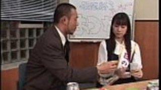実際のアマチュアを着たアジアのティーンはグループセックスでザーメンを食べる