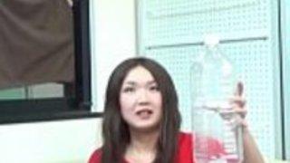 日本の赤ちゃんは小便を吐く