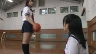 2つの太った日本の女の子サービス1つの太った日本の男