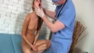 ロシアのロリータポルノ女優ジーナちゃんが健康診断で病院の先生に悪戯されちゃってる