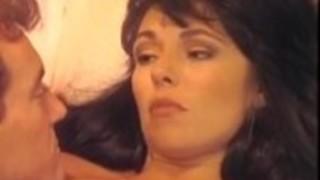 Hyapatiaリー、古典的な70年代のポルノの美しい巨乳女神でランディ・スピアーズ