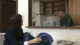 【長谷川夏樹近親相姦】黒髪なエロい制服の美人娘女子校生の、長谷川夏樹の近親相姦フェラプレイがエロい!