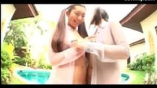 二つのセクシーな日本の女の子は親友です