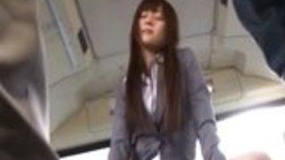 ゆうなAsakuroは、公共のセックスを楽しんで