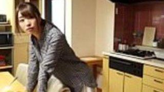 日本人の妻は見知らぬ人に強制された -  WWW.JAV24.ML
