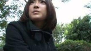 ドM美人娘小倉ゆずを公衆便所で悪戯!フェラまでさせちゃう動画