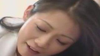 引きこもりの息子に愛情あふれる近親姦♪爆乳おばさんの優し〜いマザコンプレイ♥友田真希