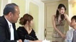 結婚式の企画中に水嶋あずみさんが会社の前でファックする、フレキシブルな長い脚の日本人の花嫁