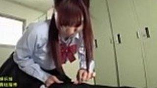 日本の学生はオックスフォード大学に入学させた彼の先生に情熱的な愛を捧げる