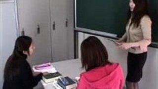 素行の悪い女生徒が怒り狂った女教師にひたすらスパンキングされる|イクイクXVIDEOS日本人無料エロ動画まとめ