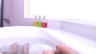 【葵こはる】「チュッチュしましょ」スク水姿の激かわソープ嬢とバスタブで密着ベロチュー!